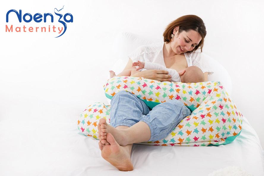 le coussin d 39 allaitement un outil pr cieux pour b b noenza maternity coussins d. Black Bedroom Furniture Sets. Home Design Ideas