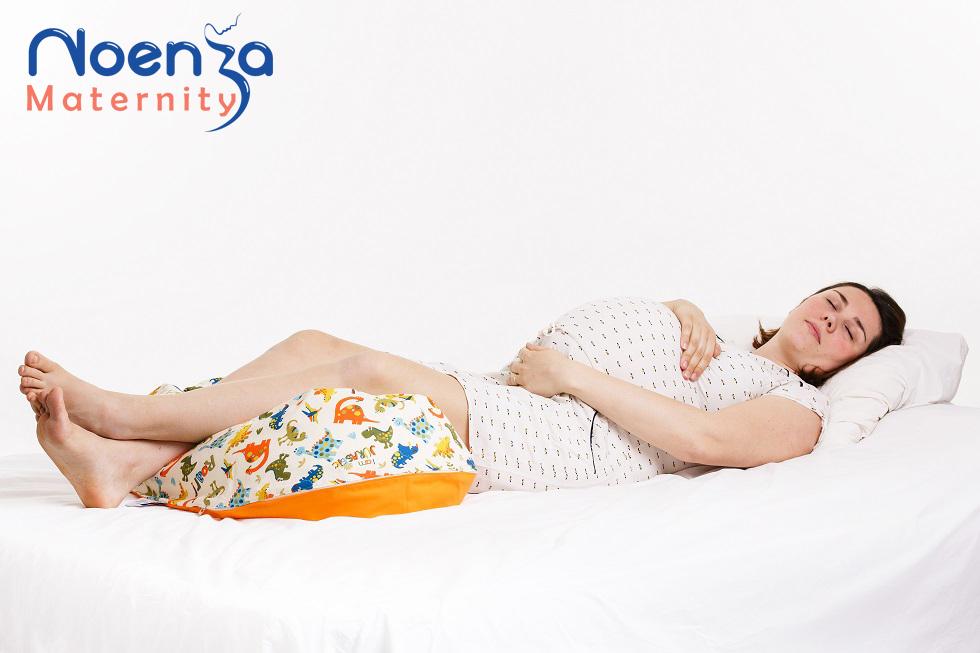 Coussin de maternité Noenza Maternity positions pour soulager les jambes lourdes